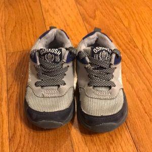 Oshkosh size 6 shoes